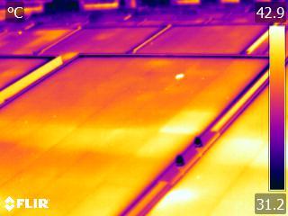 红外热像仪应用于光伏行业太阳能热斑检测